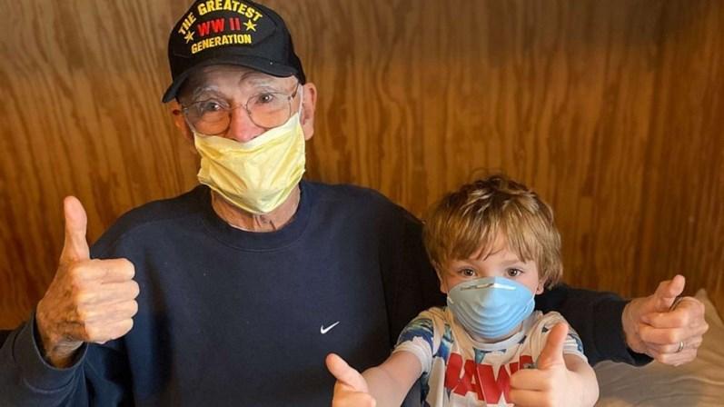 Veterano de guerra de 95 anos vence a batalha contra o coronavírus