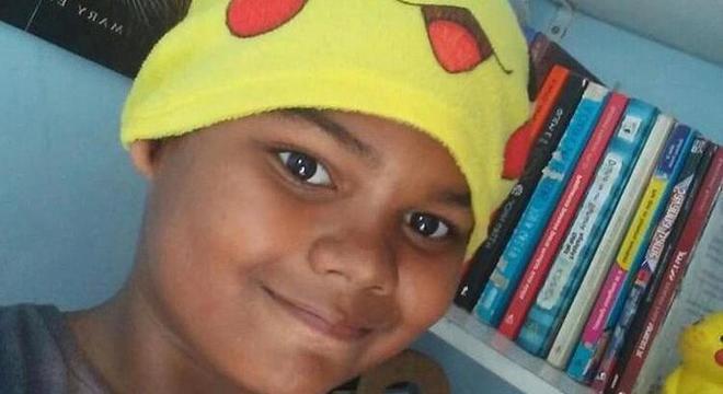 Após sofrer ataque racista na web, menino ganha 400 mil seguidores
