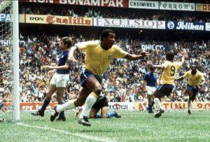 Jairzinho comemora após gol na vitória do Brasil sobre a Itália, na final da Copa do Mundo de 1970 - Fifa/Acervo CBF/Direitos reservados
