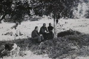 Da esquerda para direita: Helmut Sick, Raulino Reitz e Rosário, em Itapiranga. A foto foi tirada em 1982 – Foto: Lenir Alda do Rosário/Arquivo Pessoal/Divulgação/ND