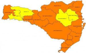 Mapa de risco para Coronavírus divulgado nesta quinta-feira (15) pelo governo catarinense (Foto: Secretaria de Estado de Saúde, Divulgação)