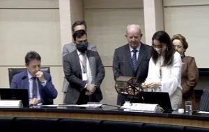 Sorteio do relator foi realizado no plenário da Alesc (Foto: TV Alesc/Reprodução/ND)