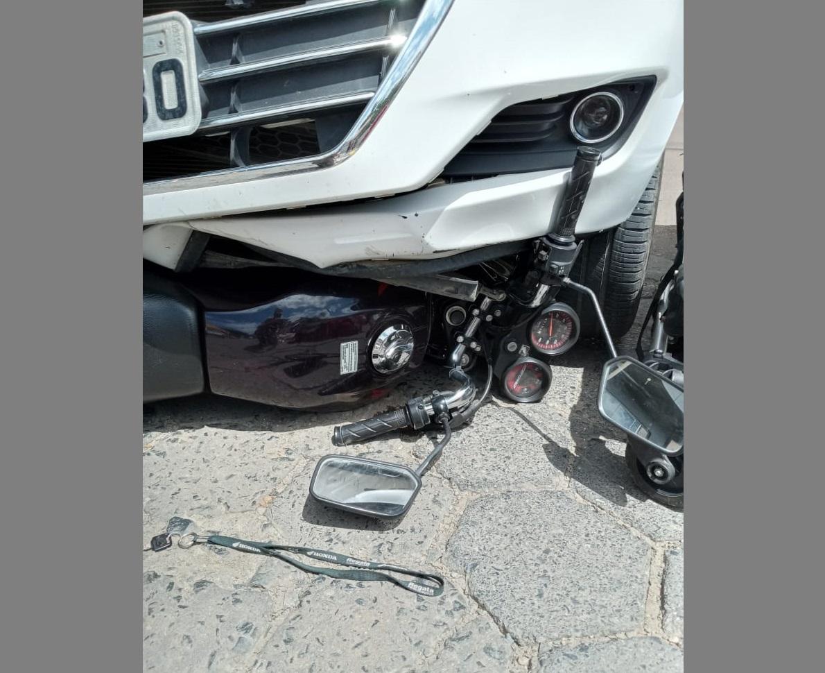 Duas pessoas ficam feridas após acidente entre moto e carro em Ituporanga