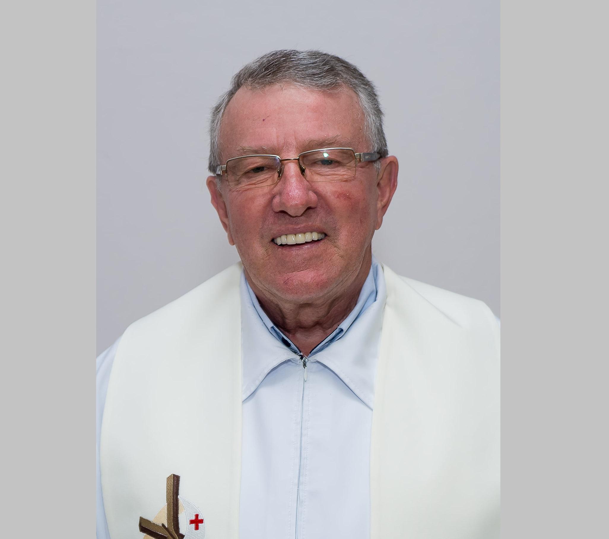 Padre de Presidente Getúlio apresenta melhoras após ser internado na UTI