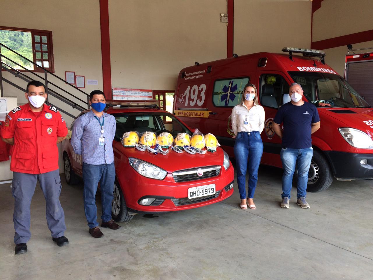 Bombeiros Voluntários de Presidente Getúlio recebe doação da Viacredi