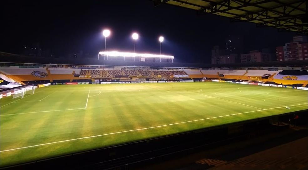 Lanternas, Criciúma x Metropolitano se enfrentam em jogo chave na corrida contra o rebaixamento