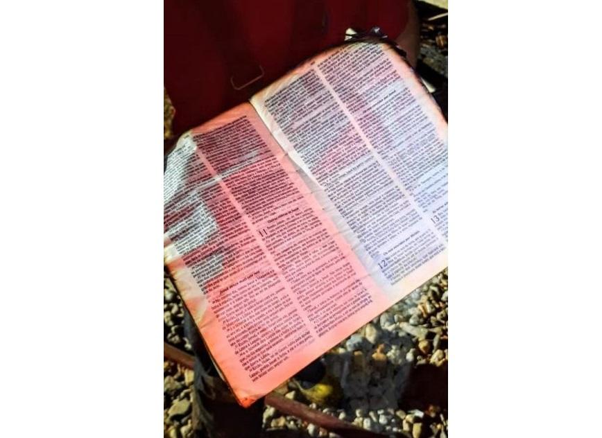 Bíblia resiste às chamas de incêndio que destruiu casa no Norte de SC