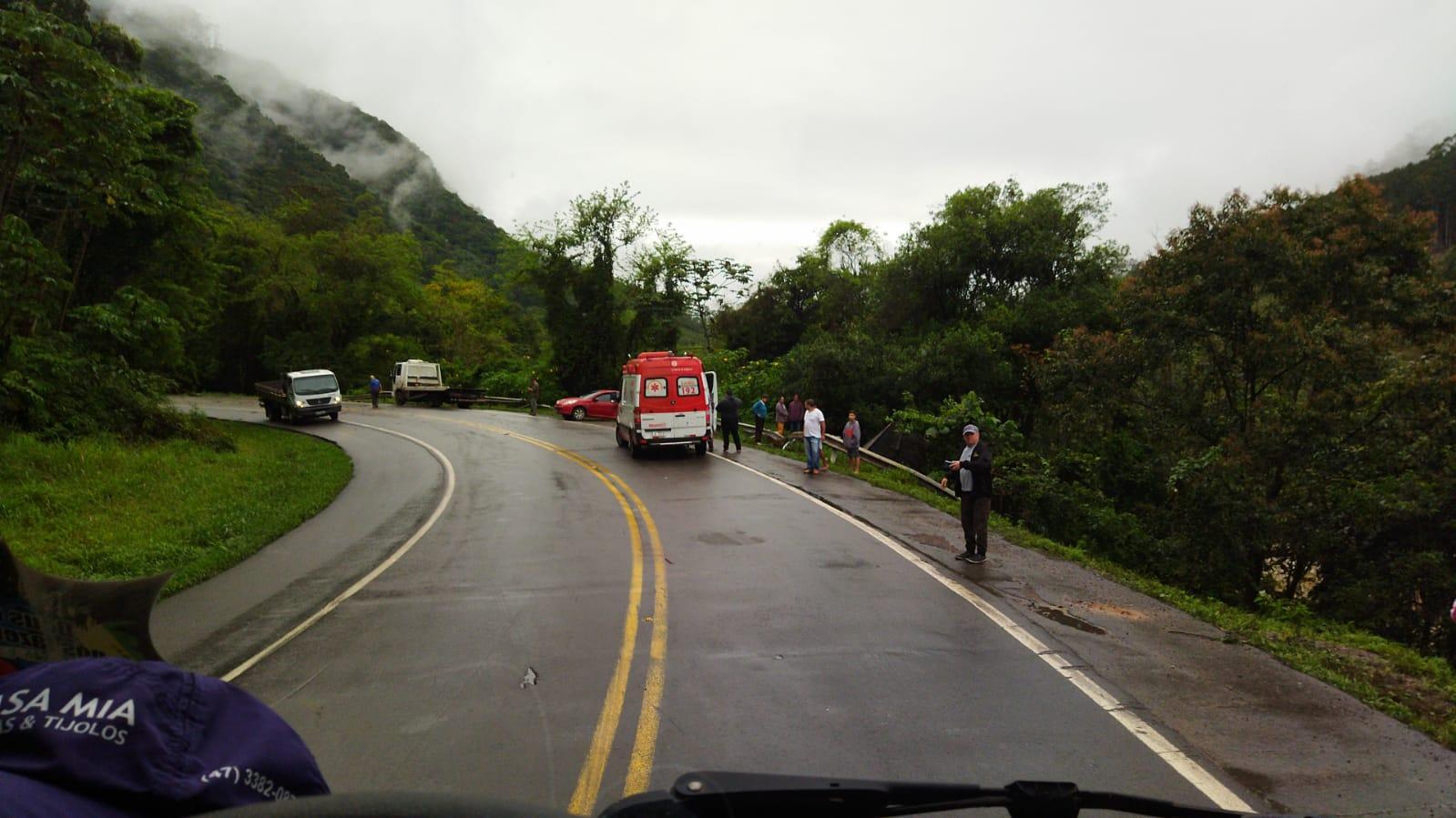 Caminhoneiro morre em grave acidente na BR-470